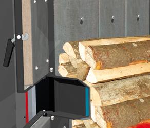 Amplia cámara de carga para troncos de leña de medio metro (máx. 56 cm) con revestimiento en caliente